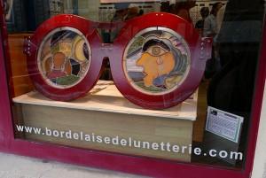 sulpture-lunettes-vitrine-exterieure